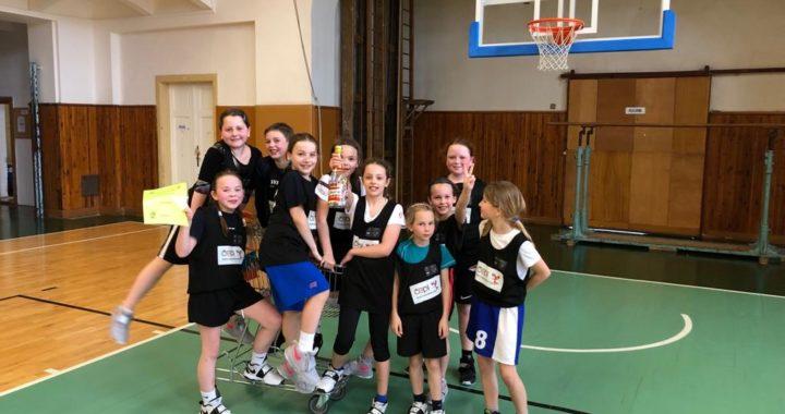 Na Šmoulince v Nuslích předvedla děvčata skvělý basket